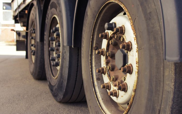 Effects of Wheel Corrosion on Your Commercial Fleet